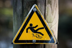 sign-slippery-warning-4341-525x350